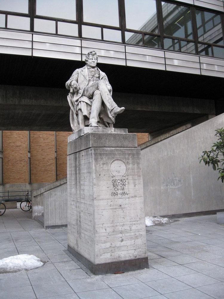 Памятник Георгу Симону Ому