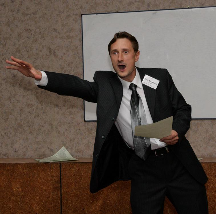 Перед тем как составить речь на защиту диплома, просмотрите пример успешного выступления на специальных ресурсах, чтобы не выглядеть глупо