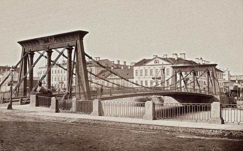 Египетский мост в Санкт-Петербурге, разрушившийся из-за резонанса.