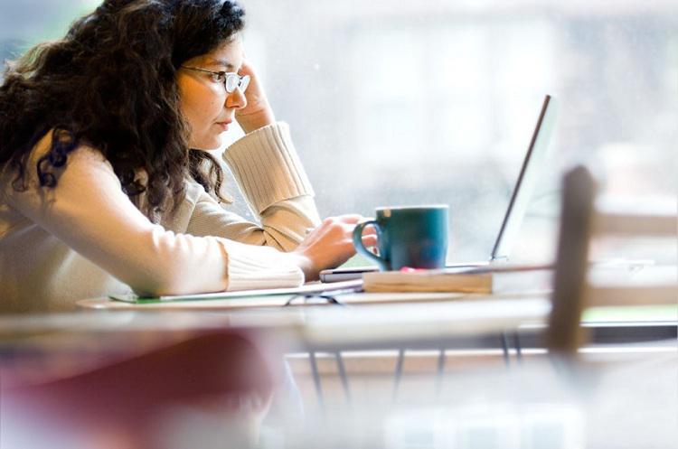 Современный человек отличается наличием постоянной тяги к самообразованию. Именно это может ему предоставить заочно-дистанционная форма обучения