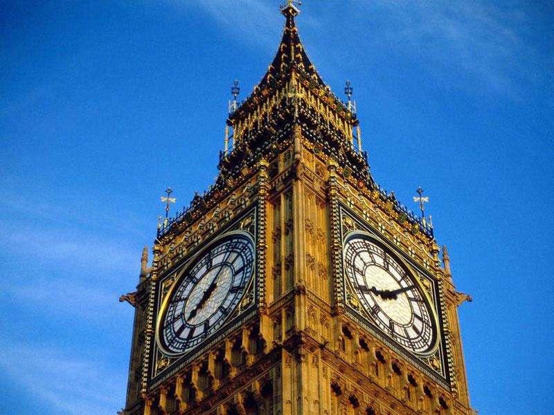 Биг Бен - одни из самых знаменитых башенных часов