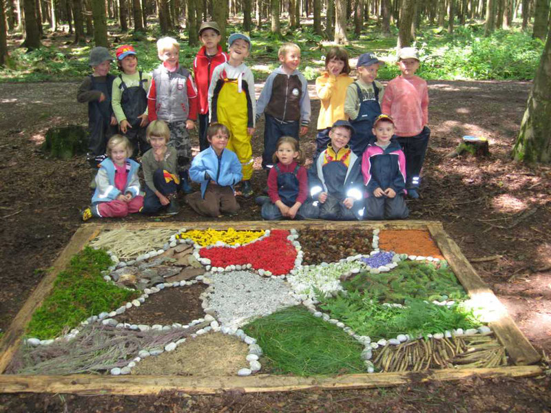 Широко распространены лесные детские сады – учреждения образования на свежем воздухе
