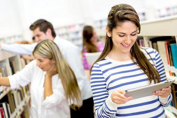 Все студенты обязаны платить ежегодный взнос примерно в 150 евро. Он дает право пользоваться проездными билетами и услугами библиотек