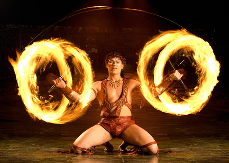 Сексуальное шоу с удавом и факелами 28 фотография