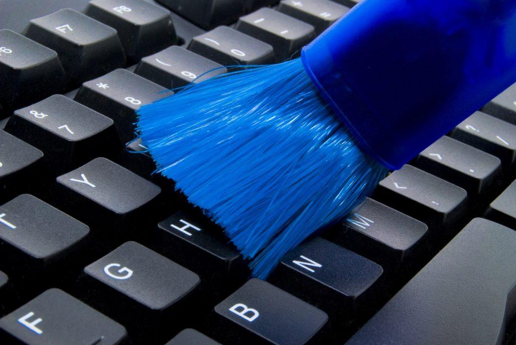 как почистить кнопки на клавиатуре ноутбука