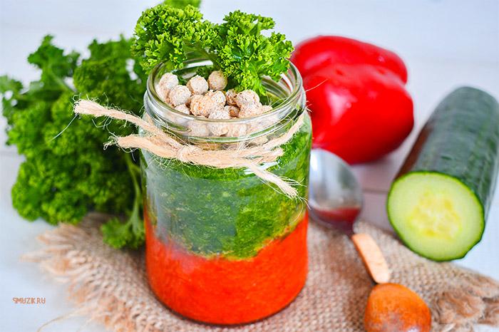 овощной смузи из петрушки, огурца и перца