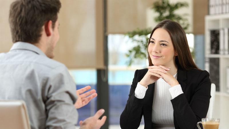 Сам факт вопроса говорит собеседнику, что вы не просто проявляете интерес к теме, но и настроены на позитивное общение