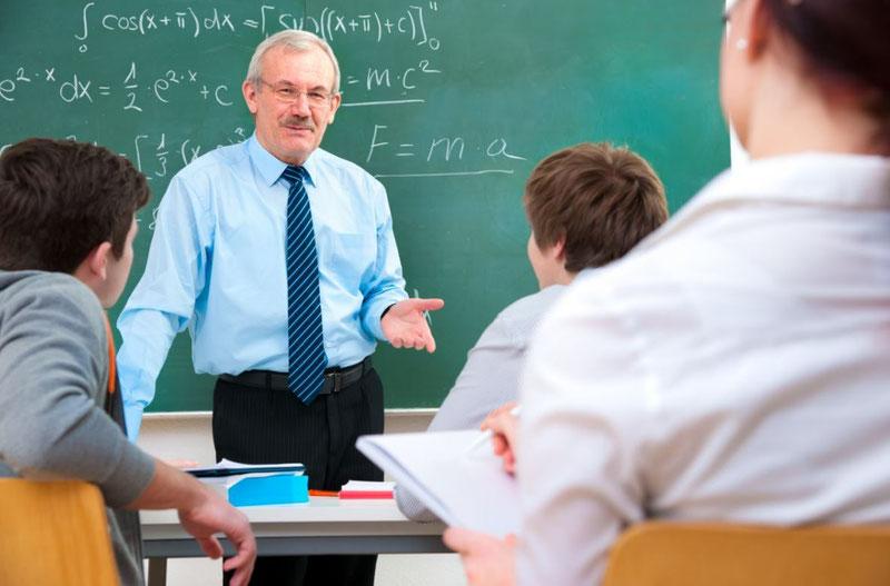 К трудовому педагогическому стажу имеют только те периоды, в течение которых поступали выплаты по причине временной нетрудоспособности, как и оплачиваемый ежегодный отпуск