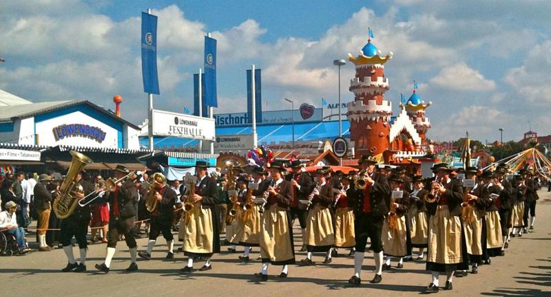 парад на Октоберфесте